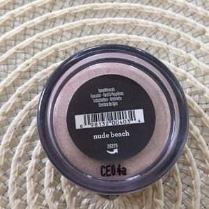 Bare Minerals eye shadow - nude beach